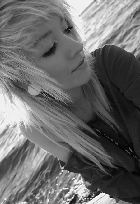 Am u weird for kinda liking emo haircuts? Lol