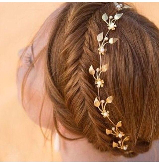 Hermosa corona con trenza de espiga #trenzas #peinados #recogidoelegante