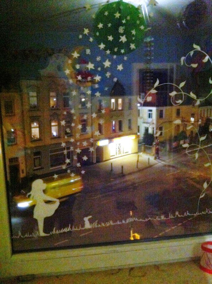 AnjaFrieda, DIY, Dekorieren, Fensterdeko, Weihnachten, Kinderzimmer, Sterntaler, kreativ sein, Fenster gestalten, malen, Märchen