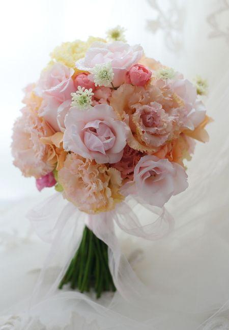 クラッチブーケ 淡い色、ミックスカラー : 一会 ウエディングの花
