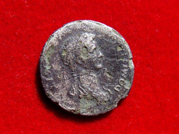 Romeinse rijk - Domitia echtgenote van Domitian (81-96 na Chr.) fouree penning (265 grs. 17 mm.) in Rome 82-83 A.D. PIETAS AVGVST geslagen. Uiterst zeldzaam!!!  Romeinse rijk - Domitia echtgenote van Domitian (81-96 na Chr.) fouree penning (265 grs. 17 mm.) in Rome 82-83 A.D. PIETAS AVGVST geslagen. Uiterst zeldzaam!!!DOMITIA AVGTVSTA IMP DOMIT. Gedrapeerd initiatiefrecht Domitia buste.PIETAS AVGVST. Pietas gesluierd zittend links bedrijf scepter en het bereiken van permanent voor haar kind…