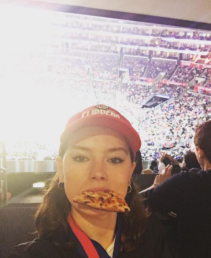 daisysriidleys:  daisyridley:We tried all sorts of poses but I definitely look best in this glorious selfie. FIRST BASKETBALL GAME!!! I got a jersey, a cap and a foam hand and ate pizza cause that's how we DO! Thank you so much for the birthday love y'all! Seriously feeling it! So grateful for the past year and excited for this one!    Happy Birthday to Daisy Ridley