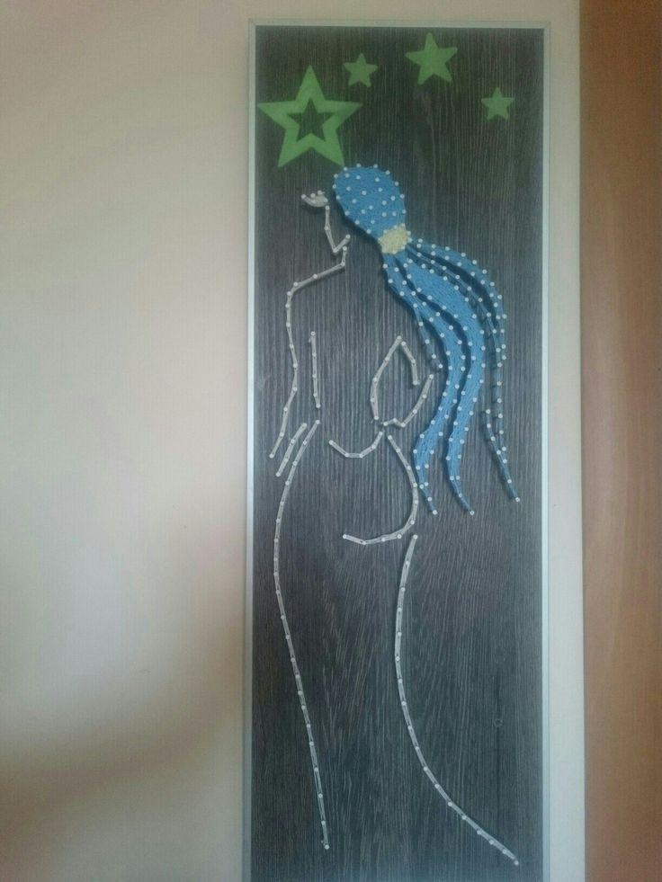 Девушка. Сделана из светящихся в темноте ниток