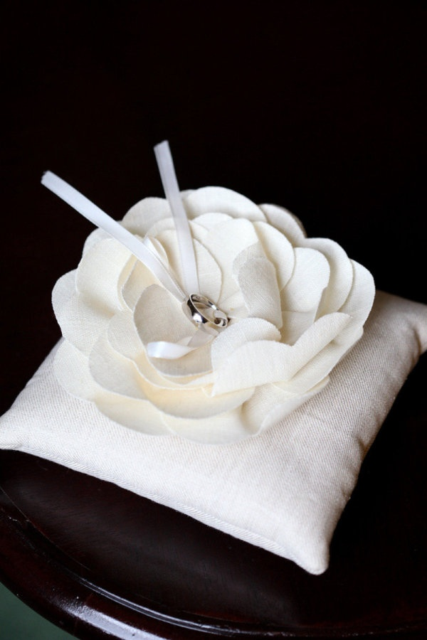 Simple DIY wedding ring pillow