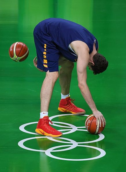 #RIO2016 Spain's Pau Gasol attends a basketball training session at the Olympic Park in Rio de Janeiro on August 4 ahead of the Rio 2016 Olympic Games / AFP /...