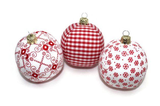 Deko und Accessoires für Weihnachten: Weihnachtskugeln rot weiß 3 Stück made by Eisbaerchenmama via DaWanda.com