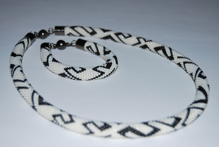 White and Black ZigZag Jewerly Set - Necklace and Bracelet made with TOHO beads by BeaduBeadu on Etsy