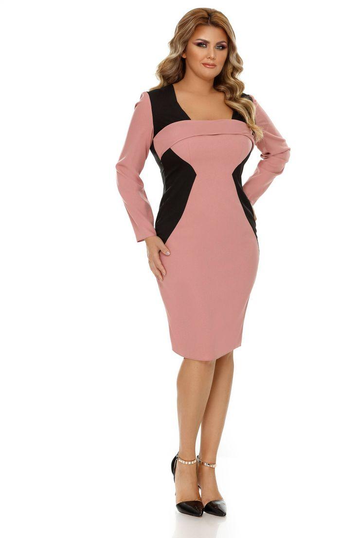 Rochie Plus Size Zora Roz Pudra - Pregătește-te să întorci privirile tuturor purtând rochia plus size Zora într-un mix cromatic pe cât de intens și modern, pe atât de încântător și feminin. Fiind plasat în linii oblice pe șolduri, negrul reușește să-ți redefinească silueta creând iluzia optică de subțiere, iar