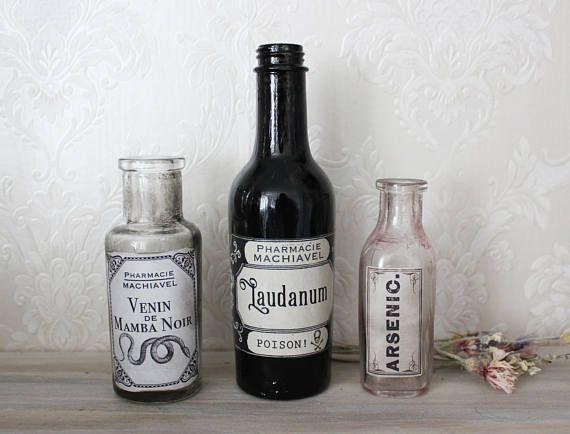 Pure Poison . ensemble de 3 bouteilles vintage avec étiquette