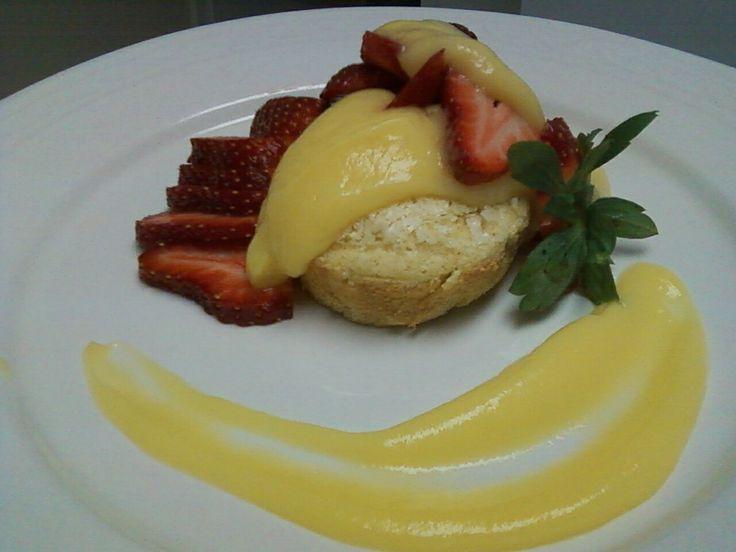 my dessert tonight: angel food cake, sugar free vanilla pudding, &&strawberries-- made from scratch<3