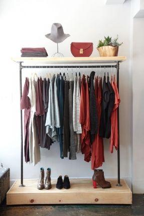 O espaço do quarto está pequeno? Que tal utilizar araras para suas roupas? Elas…