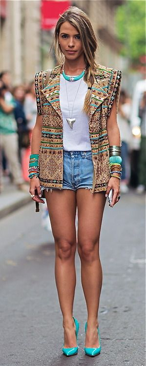 Street Style Paris ABSOLUTELY LOVE THE JACKET AND SHOES! | More outfits like this on the Stylekick app! Download at http://app.stylekick.com