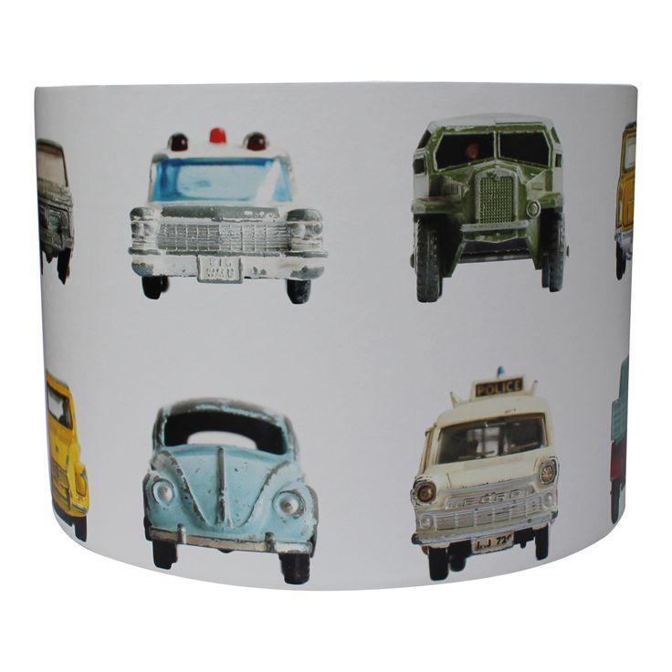 Lamp met stoere auto's gemaakt door www.roozje.nl van studio Ditte behang Kids lamp nursery cars
