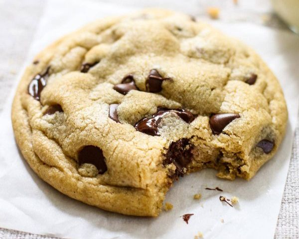 Uma receita simples e rápida dos famosos cookies de chocolate: https://www.casadevalentina.com.br/blog/COOKIES%20COM%20PEDA%C3%87OS%20DE%20CHOCOLATE ---------------------- A simple and quick recipe of the famous chocolate chip cookies: https://www.casadevalentina.com.br/blog/COOKIES%20COM%20PEDA%C3%87OS%20DE%20CHOCOLATE