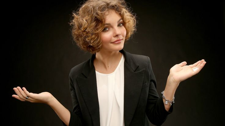 Camron Bicondova. Selena Kyle from Gotham. Was on ABDC. Has great abs. Loves kitties and dancing.