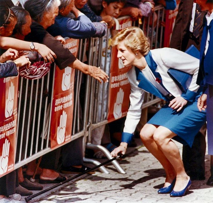 """2,485 Likes, 32 Comments - Princess Diana Forever (@princess.diana.forever) on Instagram: """"09 November 1989: Princess Diana retrieves a cane dropped by an elderly woman among the crowd who…"""""""