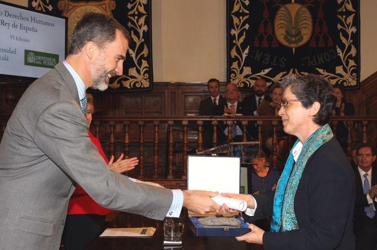 Su Majestad el Rey entrega el premio Derechos Humanos Rey de España a Teresa Valenzuela, superiora general de las Adoratrices Universidad de Alcalá. Alcalá de Henares (Madrid), 13.04.2015