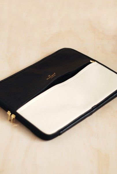 Your laptop never looked so good! Mark's Inc - Laptop case - Black and cream. Get yours at NoteMaker.com.au #stationery #japan #tech #fashion