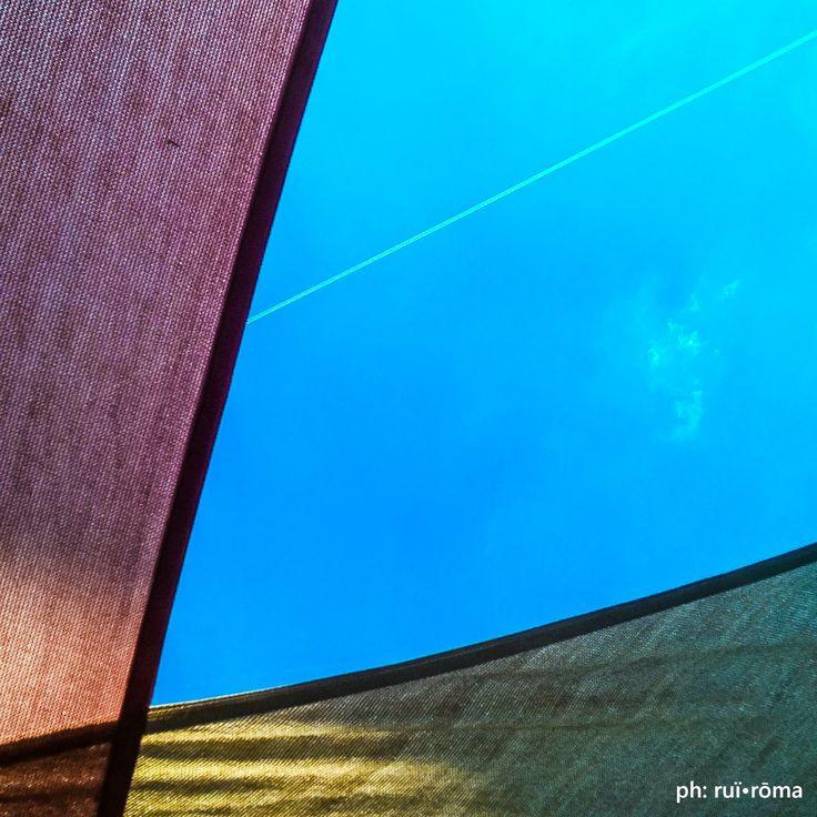 Le menti più pure e più pensose sono quelle che amano i colori. [J. Ruskin] #ruiroma #colori #colors #sky #cielo #nature #spring #blue #clouds #beauty #dream #evening #skylovers #photooftheday #design #origami #concept #philosophy #creative #inspiration #quote #primavera #Napoli #minimal