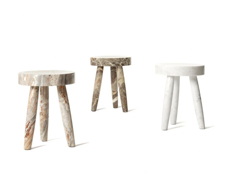 The stool is executed in various marble. From left to right. MACCHIA VECCHIA, OROBICO ROSO and CALACATTA MICHELANGELO. Not represented VERDE ALPI and BLUE BAHIA