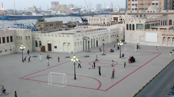 Insérer un terrain de football dans une place publique comme le suggère Maider Lopez