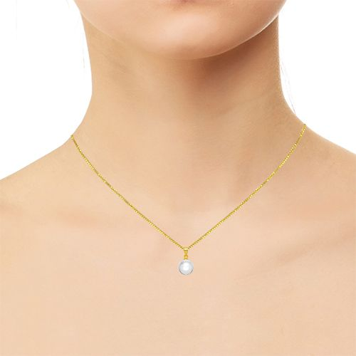 A pearl drop pendant is the definite way to enhance a womanメs natural elegance at workplace and at home