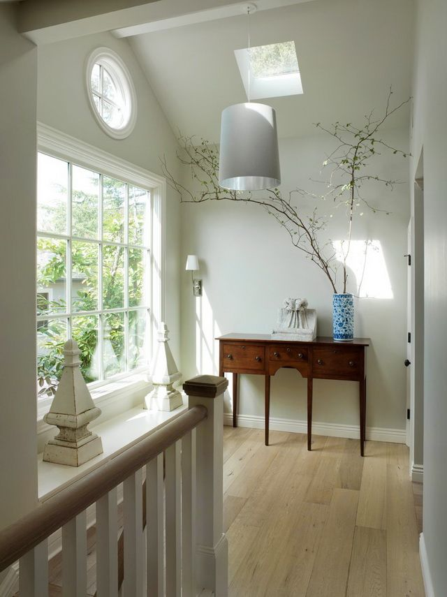Nice stair landing/hallway-love the branches but thought they were painted at first - like the idea!