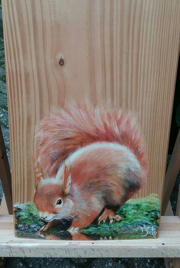 Eekhoorntje . Met acryl geschilderd op larixhout door Ineke Nolles.