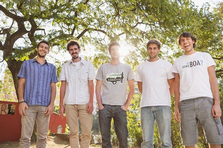 """""""Juntando gente boa"""" é o mote do Atados, rede social gratuita que conecta voluntários a boas causas, com a finalidade de estimular a cultura do voluntariado no país."""