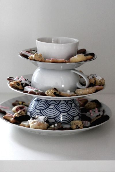 This Simple TeaCup Tablescape makes for a fast and friendly unexpected tea party center piece. Store bought sweets are OK when the real focus is on the visit instead of a feast. This is TeaCup Living!