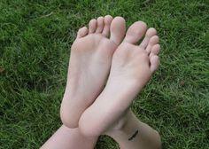 整体師さんも推奨する「足裏たたき」についてご紹介します。足の疲れやむくみの解消になるだけではなく、骨盤の歪みを改善し美しいスタイルを目指すことができるんです!簡単なのに美容と健康に良いことだらけ。これは取り入れなきゃ損ですよ!