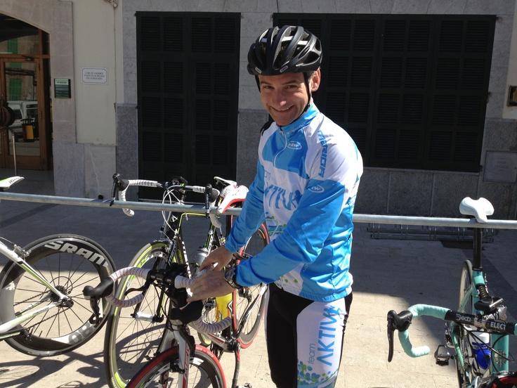 Aktiv mot kreft er ute med en ny kolleksjon, denne gang for syklister. Topp utstyr til både mann og kvinne