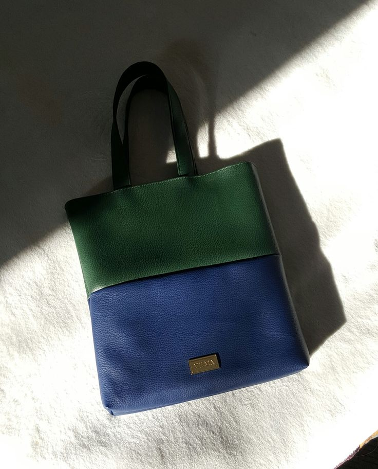 Oh, sunny day 🌞 Have a wonderful weekend! Featuring the blue-green tote bag. Shop at http://vilmaboutique.com .