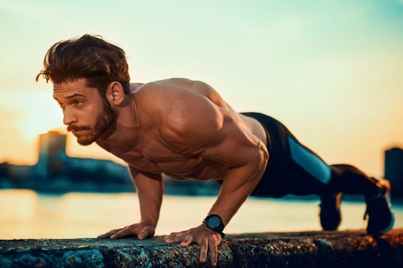 Faire des pompes pour muscler ses bras et ses pectoraux, c'est bien. Les faire correctement, c'est mieux. Voici nos conseils pour réussir cet exercice.    #musculation #pushups