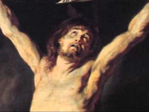 postrado ante la cruz