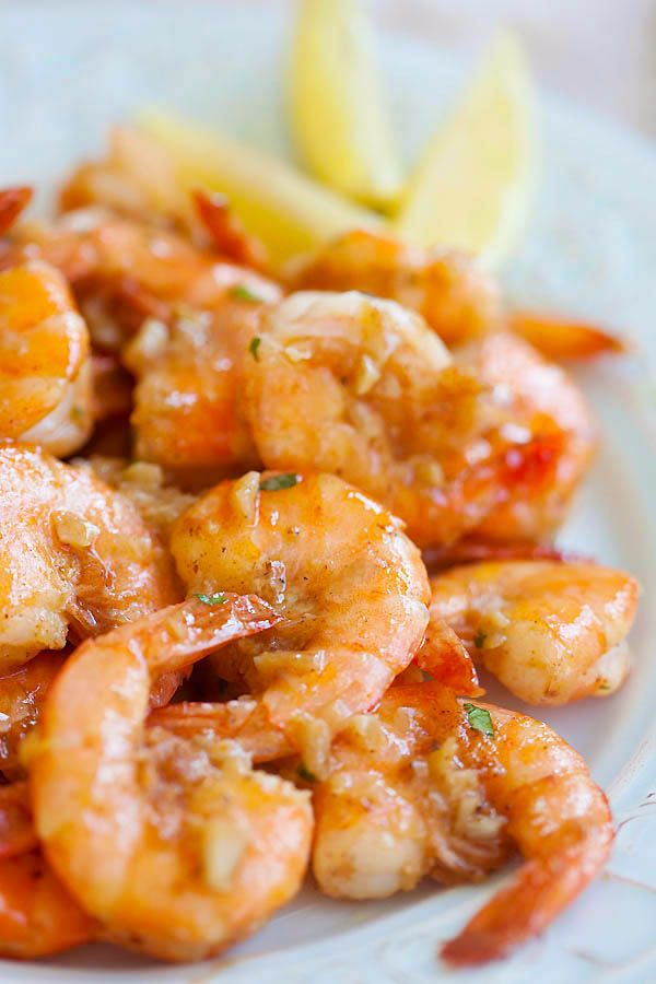 Hawaiian Shrimp Scampi (Garlic Butter Shrimp) ~ ~  Hawaiian shrimp scampi made famous by Giovanni's shrimp truck.    I am craving for the luscious, buttery, and lip-smacking Giovanni's shrimp scampi that I had 4 years ago while we vacationed in Oahu. Easy shrimp scampi recipe using shrimp, garlic, butter, olive oil and lemon juice.