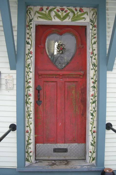 Charming Red Door, Rochester Vermont by Treewhimsy via Flickr.com