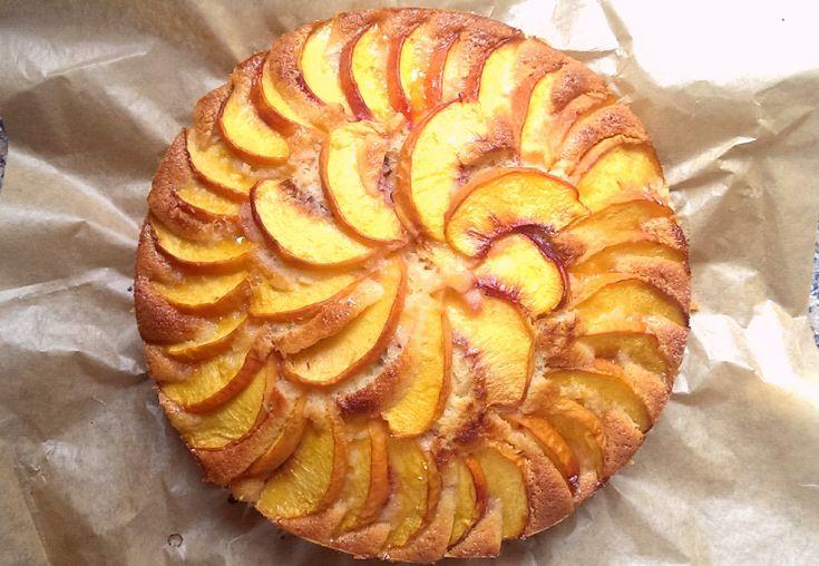 Deze herfstige perzikcake is supermakkelijk om te maken en een pareltje op tafel!