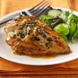 Pollo saborizado con aderezo italiano y terminado con una salsa sencilla de albaricoques