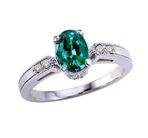 Un anillo de compromiso económico, se trata de un anillo de aguamarina y diamantes Egeo, una bella sortija de aguamarina y diamantes, perfecta para usar a diario gracias a lo elegante y sencillo de su diseño. Una joya perfecta como anillo de compromiso.