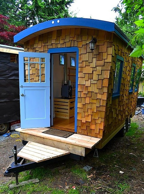 Shepherd's hut cedar cladding, trailer base