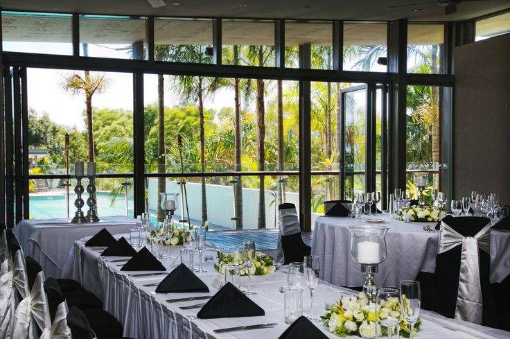 Gorgeous table settings for a wedding at the Pacific Harbour Golf adn Country Club. Call (07) 3410 4001 for enquiries.