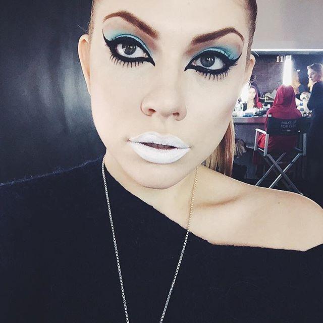 Alienated and loving it. #nycmodel #makeup #makeupforever #nyc #newyork #model #manhattan #artistry #eyemakeup #lips #shadows #face #eyeliner #girl #avantgarde #photoshoot #beauty #selfie #dark #alien #greeneyes #eyelashes #eyeshadows #beautyshoot