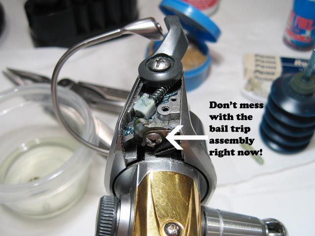 how to put a bail on a spinning reel