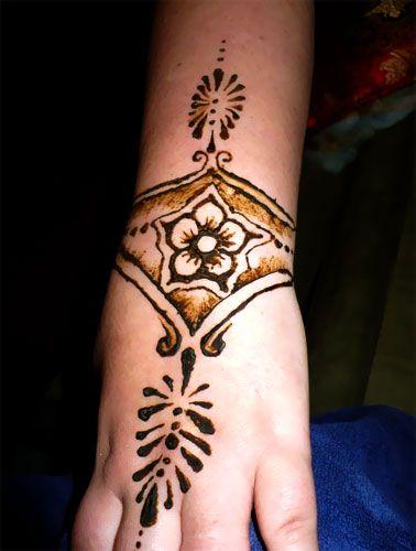 best 25 henna tattoo wrist ideas on pinterest henna designs wrist henna arm and wrist henna. Black Bedroom Furniture Sets. Home Design Ideas
