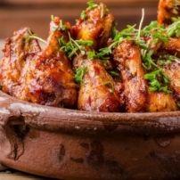 De combinatie van marineren en zacht laten garen in de oven maakt deze pittig Italiaans smakende kipfilet heel zacht en mals, je mes zakt er als het ware...