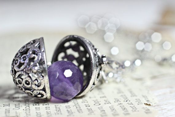 This vintage silver wish box pendant opens to reveal a stunning amethyst stone inside ♥  This remarkable crystal can be taken out and held for the purpose of bringing calm, emotional stability and strength into ones life.  The cage style pendant features an ornate filigree design and can be opened by lifting the little latch in front. The locket hangs from a unique European O-style chain that is silver-plated and measures 24 (60cm) in length.  A perfect gift for yourself or a friend as a…