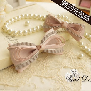 bow with thin ribbon accent