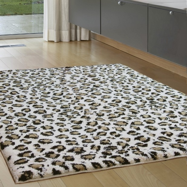 "Snow Leopard Carolina Fleece Rug - Multicolored (63x90"")"