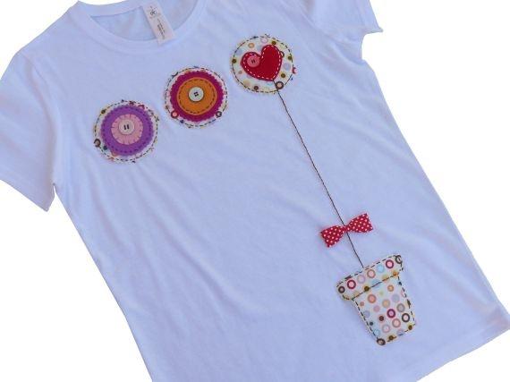 """Camiseta """"una maceta de amor..."""" / punt a punt - Artesanio"""